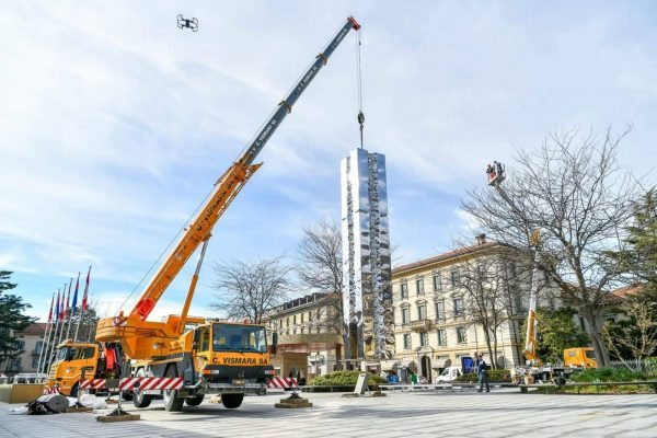 Movimentazione di una statua con la nostra 35 tonnellate