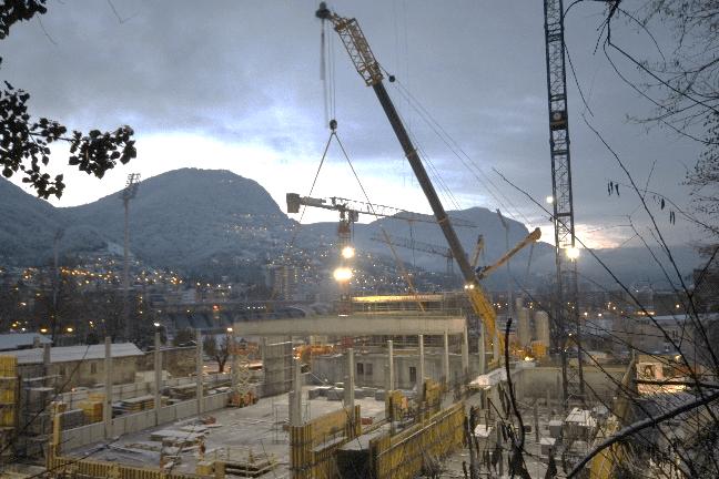 Autogru da 1200 tonnellate a Lugano