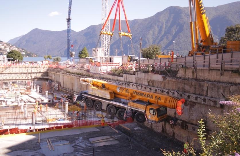Posa di un autogru Vismara nel cantiere del LAC di Lugano